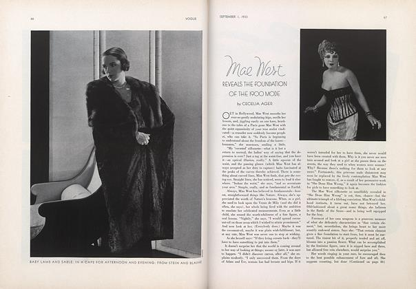 Mae West Reveals the Foundation of the 1900 Mode